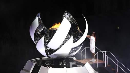 Теннисистка Наоми Осака зажгла олимпийский огонь: фото