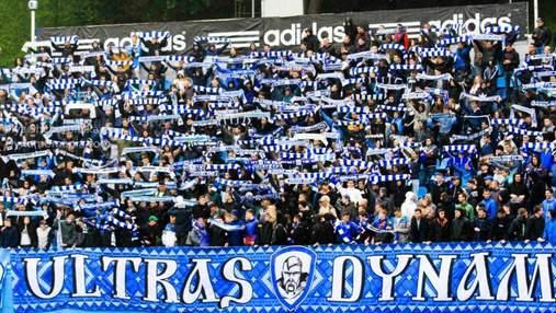 Ультрас Динамо устроили массовую драку со стюардами во время матча: видео