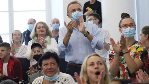Вболівали у сесійній залі: у Львові олімпійську фан-зону через дощ перенесли у мерію