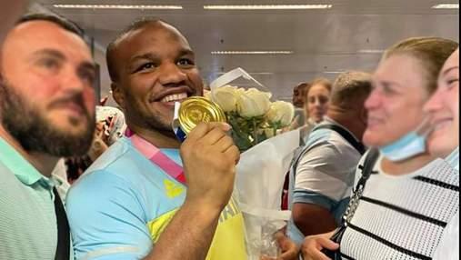 Тріумфальне повернення: як зустрічали героїв Олімпіади Беленюка і Насібова