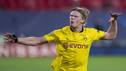 Звезда футбола Голанд залез на трибуны, чтобы подарить футболку юному фанату: милое видео