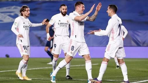 Реал в бешеном матче с 6 голами спасся от поражения Леванте, который доигрывал без вратаря