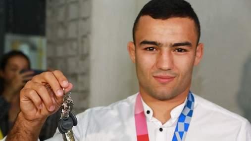 У Запоріжжі призер Олімпійських ігор Насібов отримав омріяну квартиру: фото