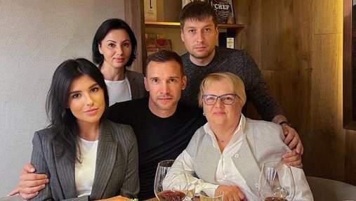 Люблю вас, – Андрей Шевченко очаровал трогательным фото с мамой и сестрой