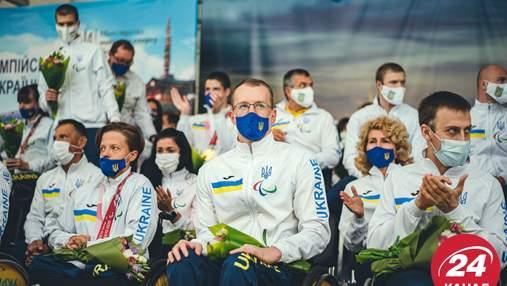 З квітами та обіймами: у Києві тепло зустріли українських паралімпійців – зворушливі фото