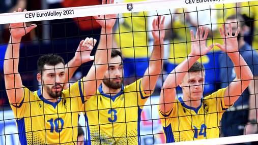 Українські вболівальники влаштували акцію протесту під час гімну Росії на Євро: фото