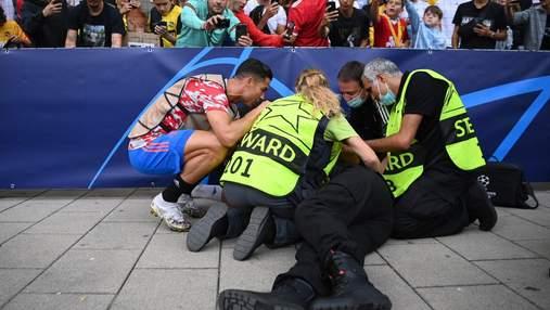 О Боже, я померла, – жінка-стюард розповіла про нокаутуючий удар Роналду