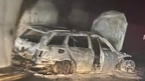 Фанати спалили автомобіль суддів після матчу: саму гру вони зірвали, вибігши на поле