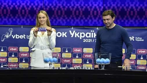 Белодед подарили футболку сборной Украины с символическим номером Шевченко: фото