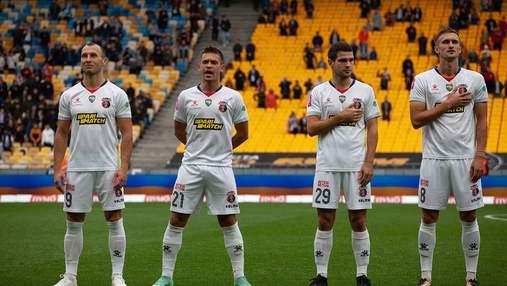 Игрок Вереса разорвал исполнением гимна Украины перед игрой с Шахтером: видео