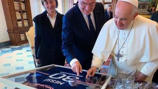 Папа Римський отримав футболку Мессі з ПСЖ: фото