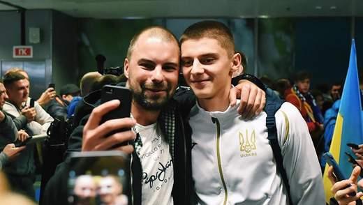 Сборная Украины прибыла в Киев: как их встретили в аэропорту – фото и видео