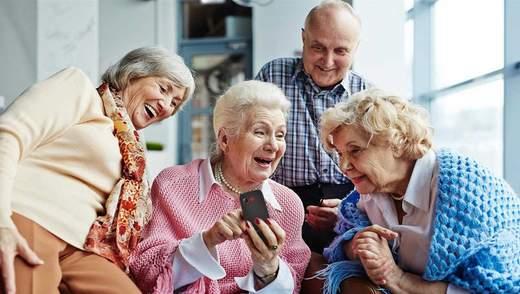 """Как выбрать телефон для пожилого человека: лучшие """"бабушкофоны"""" 2020 года"""