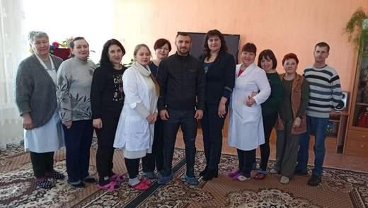 Встреча с чемпионом: Ломаченко посетил Центр реабилитации детей – фото