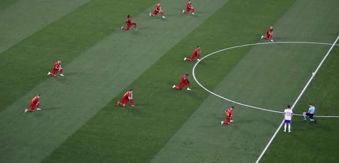 Россия отказалась становиться на колено перед матчем Евро-2020 в поддержку BLM: фото