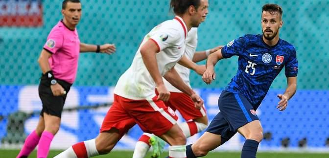 Первое удаление на Евро-2020: как футболист Польши заработал красную карточку – видео