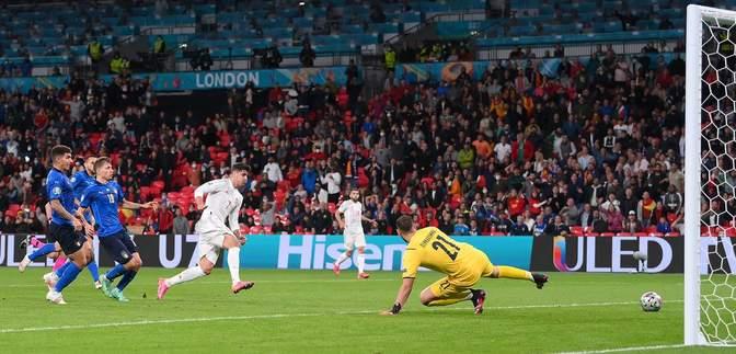 Мората зрівняв рахунок у матчі Іспанія – Італія, пошивши у дурні шість італійців: відео