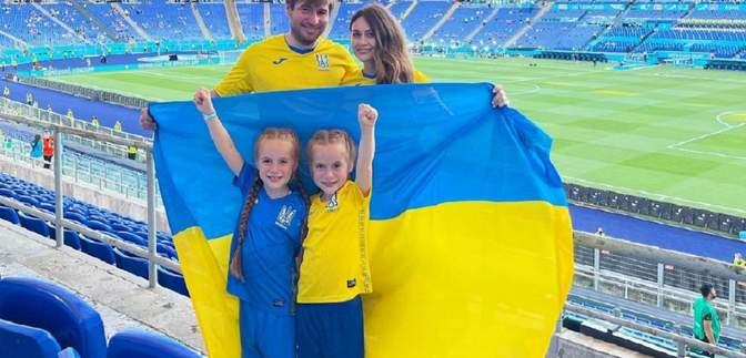 Безцінна підтримка на Євро-2020: милі фото близнючок-фанаток зі збірною України у Римі