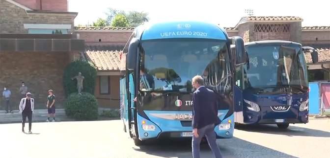 Доганяв автобус: збірна Італії ледь не забула взяти на фінал Євро-2020 свою легенду – відео