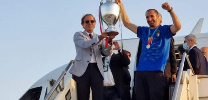 По-чемпіонськи: у Римі зустріли збірну Італії після повернення з фіналу Євро-2020
